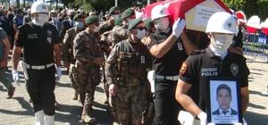 Şehit polis memuru için Muğla'da tören düzenlendi Bodrum'un Ortakent Mahallesi'ndeki operasyonda şehit düşen polis memuru 26 yaşındaki Ercan Yangöz için Muğla Emniyet Müdürlüğü önünde tören düzenlendi