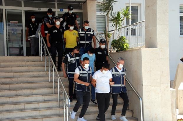 Çaldıkları sosyal medya hesaplarıyla vatandaşı dolandırdılar Mersin ve Şanlıurfa'da düzenlenen operasyonda gözaltına alınan 8 kişiden 3'ü tutuklandı