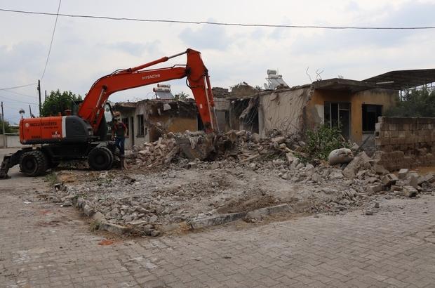Nazilli'de metruk binalar tespit edilerek yıkılıyor