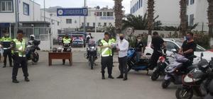 Jandarma motosiklet sürücülerine maske dağıttı