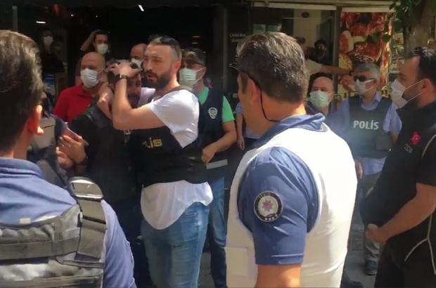 HDP il binası önünde hareketli dakikalar HDP binasına girerek camları kıran silahlı bir kişi, polisin müdahalesi ile etkisiz hale getirildi