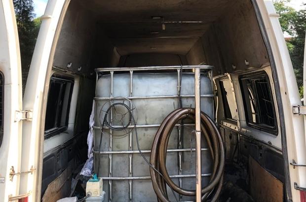 Akaryakıt kaçakçılığında 1 şüphelinin aracında 2 bin litre karışımlı akaryakıt ele geçirildi Jandarmanın akaryakıt operasyonunda 2 bin litre karışımlı yakıt ele geçirildi