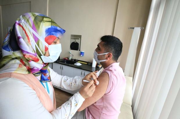 Efeler Belediyesi'nde yerinde aşı uygulaması