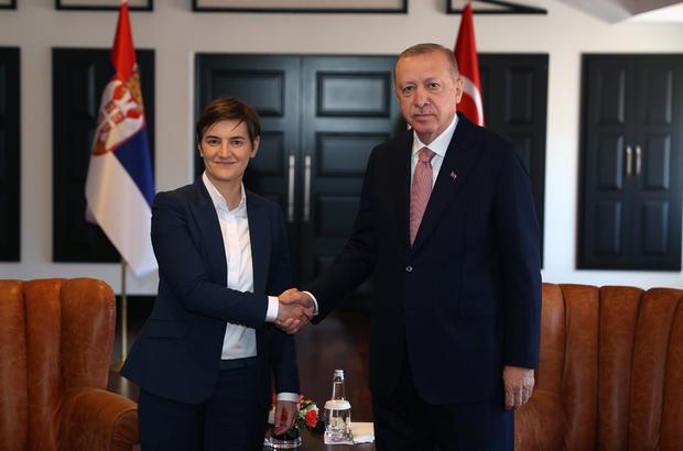"""Güneydoğu Avrupa İşbirliği Süreci Devlet ve Hükümet Başkanları Zirvesi Cumhurbaşkanı Recep Tayyip Erdoğan: """"Türkiye'nin tam üye olarak yer almadığı bir AB'nin, çekim ve güç merkezi hedefine ulaşması da mümkün değildir"""" """"Karşılaştığımız onca haksızlığa rağmen yarım asırdır ısrarla ve sabırla sürdürdüğümüz tam üyelik mücadelemizin artık neticelenmesini istiyoruz"""" """"Birliğin içerisinde düştüğü stratejik körlükten bir an önce kurtulmasını, olumlu gündem çerçevesinde katılım sürecini ilerletmesini bekliyoruz"""" """"Avrupa Birliği'nin Üsküp ve Tiran ile üyelik müzakerelerine başlama kararı alması doğru yönde atılmış bir adımdır. Ancak alınan kararın halen hayata geçirilmemesi büyük bir eksikliktir"""""""
