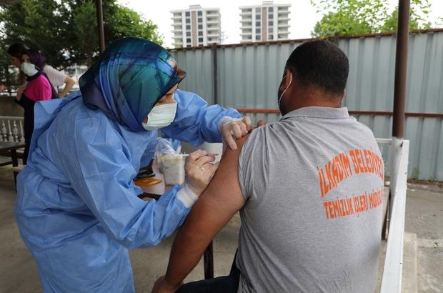 """İlkadım'da temizlik işçilerinin aşılanmasına başlandı İlkadım Belediyesi personeli """"yerinde aşı uygulaması"""" ile aşılandı"""