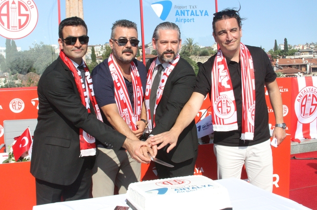 """Antalyaspor, Fraport TAV ile isim sponsorluğunu 2 yıl uzattı Antalyaspor Başkanı Aziz Çetin: """"İnşallah hep beraber başarılı oluruz"""""""