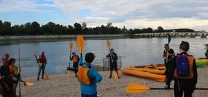 Kanocular Meriç Nehri'nde kürek çekti