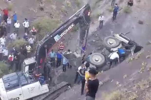 İş makinesinin altında kalan sürücü çıkarıldı