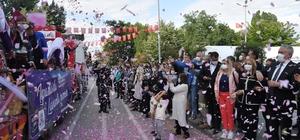Isparta'da 'gül' zamanı Gül Festivali pandemi sebebiyle yapılamayınca gül konvoyu düzenlendi Festival renkli görüntüler oluşturdu