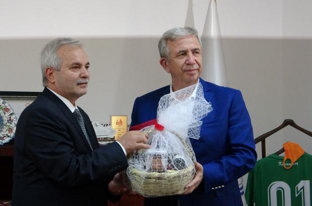 """Başkan Yavaş: """"Bizim birinci önceliğimiz seçildiğimiz illere layık olmak"""" Ankara Büyükşehir Belediye Başkanı Mansur Yavaş, gündeminde cumhurbaşkanı adaylığı olmadığını söyledi"""