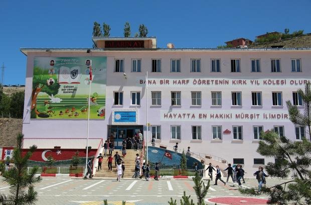 Pandemide okul binasını yenilediler