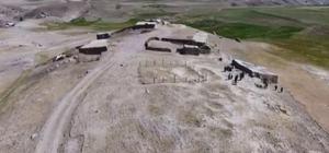 (Özel) Van'dan kaçırılan Urartulara ait 500 levha Almanya'daki müzelerde sergileniyor Yaklaşık 50 yıl önce bir ev için açılan temelden çıkan Urartu dönemine ait 3 bin levhanın büyük çoğunluğu Türkiye'nin değişik illerindeki müzelere dağıtılırken, Almanya'ya kaçırılan yaklaşık 500 adet metal adak levhalarının geri getirilmesi konusunda çalışmalar devam ediyor