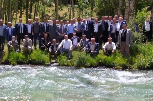 AK Parti heyeti Bahçesaray'da kanat önderleriyle bir araya geldi