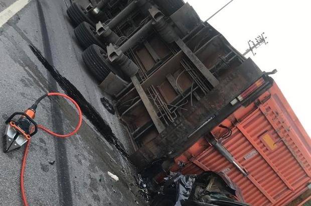 Bursa'da feci kaza: 1 ölü, 1'i bebek 2 ağır yaralı Kontrolden çıkarak devrilen kurbanlık yüklü tıra otomobil çarptı