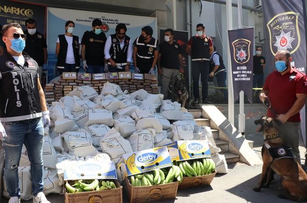 Mersin'de ele geçirilen kokainin miktarı 1 ton 300 kiloya yükseldi Ekvador'dan Mersin Limanı'na getirilen muz yüklü konteynerlerde 150 kilogram daha kokainin bulunmasıyla ele geçirilen uyuşturucunun miktarı 1 ton 300 kilograma yükselirken, soruşturma kapsamında 5 şüphelinin gözaltına alındığı bildirildi