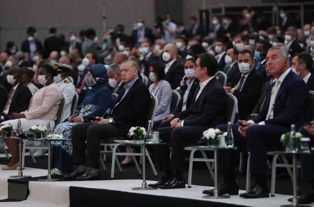"""Antalya Diplomasi Forumu Dışişleri Bakanı Mevlüt Çavuşoğlu: """"İklim değişikliği, terörizm hala hepimizi sınıyor. Başlayan çatışmalar da sonlandırılamıyor. Temel dış politika aktörleri tarih içinde çok değişmedi. Ancak, paydaşlar çoğaldı"""" """"Sivil toplum, yardım ve düşünce kuruluşları, iş dünyası, medya, sanat ve bilim çevreleri artık diplomasinin etkin oyuncuları"""" """"Diplomasi bu çalkantılı ve çok paydaşlı dönemde her zamankinden daha fazla ihtiyaç duyduğumuz bir siyaset aracı"""" """"Birlikte harekete geçmeden de insanlığın karşı karşıya olduğu sorunlara çözüm bulamayacağız"""" """"Dünya sathında her 5 Dışişleri Bakanı'ndan 1'i şu anda Antalya'da. Yani bir Birleşmiş Milletler ortamı burada vücut bulmuş durumda"""" """"Hep birlikte, Antalya'da toplanan bu zihinsel birikim ve enerjiyi kullanıp, diplomasinin değişmeyen ilke ve yöntemlerini yenilikçi yaklaşımlar ile birleştireceğiz"""""""