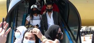 Trabzon'a Arap turist ilgisi pandemi sonrası yeniden başladı 15 ay sonra Bayreyn'den gelen 167 turistin yer aldığı kafile havalimanında çiçeklerle karşılandı