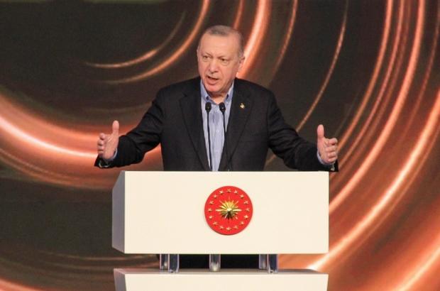 """Cumhurbaşkanı Erdoğan: """"Yerli aşımız kullanıma hazır hale gelince tüm insanlıkla paylaşacağız"""" Antalya Diplomasi Forumu Cumhurbaşkanı Recep Tayyip Erdoğan: """"Salgın döneminde yapılan hataların tekrar etmemesi için aşının aşı milliyetçiliğine  fırsat verilmemesi önemlidir"""" """"Aşının şantaj, baskı veya politika dikta aracı olarak kullanılması yanlıştır"""" """"Yıl sonundan önce bitirmeyi planladığımız yerli aşı çalışmalarımızın insan odaklı evrensel bir yaklaşımla yürütüyoruz, kullanıma hazır hale gelince yerli aşımızı tüm insanlıkla paylaşacağız"""" """"Yaklaşık 8 milyar insanın kaderi Birleşmiş Milletler Güvenlik Konseyi daimi üyesi beş ülkenin insafına bırakılamaz"""" """"190 ülkeye bir süreliğine masada oturma hakkı veren, ancak kendi kaderleriyle ilgili söz hakkı tanımayan bir sistem, adalet üretemez"""" """"Adaletin bulunmadığı yerde ise çatışma gerilim ve zulüm eksik olmaz. Yeni dönemde diplomasimizi yoğunlaştırmamız gereken alanların başında Güvenlik Konseyi'nin daha kapsayıcı bir yapıya kavuşturulması geliyor"""" """"Şu an itibarıyla DEAŞ'ın 4 bin 500 mensubunu biz etkisiz hale getirdik"""" """"Akdeniz'in bir barış ve refah alanı olmasını arzu ediyoruz. Tüm paydaşların katılacağı Doğu Akdeniz Konferansı önerimiz hala masadadır"""""""