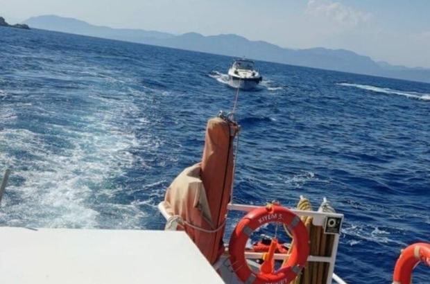 Makine dairesinde yangın çıkan teknedeki 2 kişi kurtarıldı