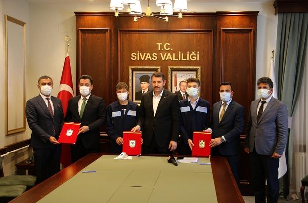 Araçların bakımını öğrenciler yapacak Sivas'ta İl Özel İdaresine ait araçların periyodik bakım ve onarım hizmetleri Sivas Atatürk Mesleki ve Teknik Anadolu Lisesi öğretmen ve öğrencileri tarafından gerçekleştirilecek.