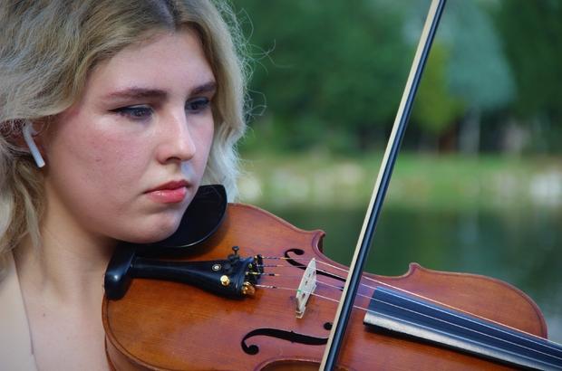 """Sınava gireceği gün annesi vefat etti, onun için kazandı Genç müzisyenin hüzün dolu başarı yolculuğu Kemanist Zeliha Nur Altaş: """"Bana, 'O ?sınava mutlaka hazırlanacaksın, gireceksin' demişti"""" """"Sınavda da onun bana güç yolladığını hissettim"""""""