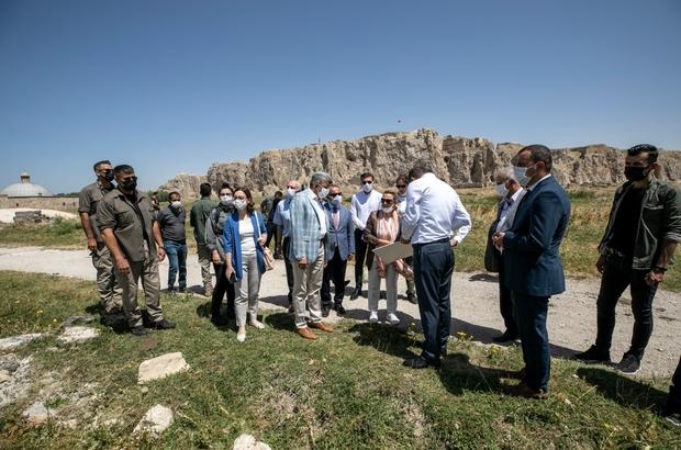 Bakan Yardımcısı Yavuz tarihi ve turistik mekanları gezdi