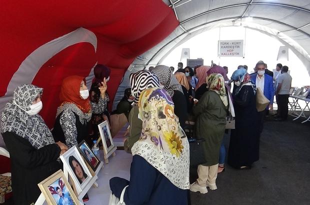 """AK Parti Karaman il teşkilatından evlat nöbetindeki ailelere ziyaret AK Parti Karaman İl Başkanı Abidin Çağlayan: """"Artık PKK'ya eleman devşiremiyorlar, çocukları kaçıramıyorlar"""""""