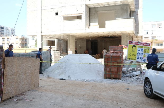 8. kattan taşıdığı kumların üstüne düşen işçi öldü Adana'da inşaatta çalışan işçi, 8.katta dengesini kaybedip düştü
