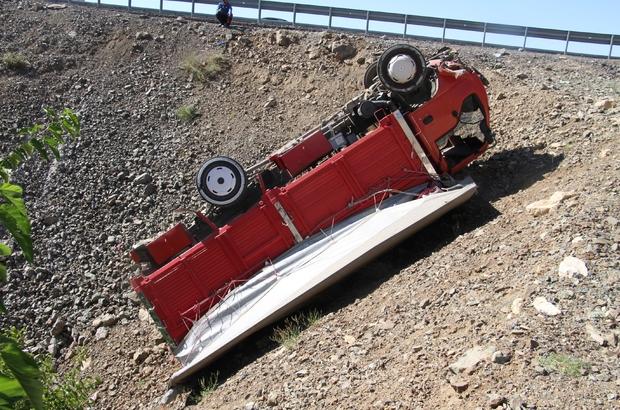 Elazığ'da şarampole uçan kamyonet ters döndü: 1 yaralı
