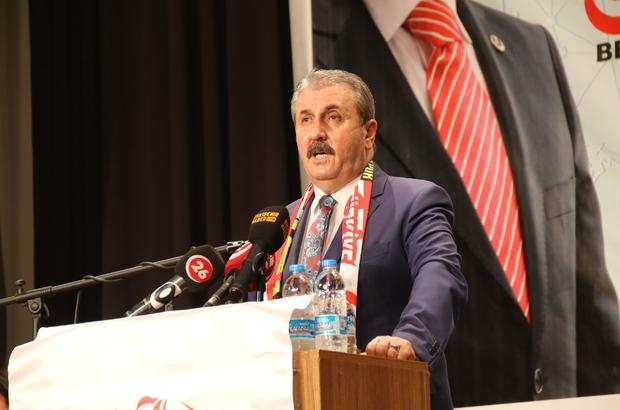 """BBP Genel Başkanı Destici İzmir HDP İl Binası'na yapılan saldırıyı kınadı BBP Genel Başkanı Mustafa Destici: """"Saldırıya ilişkin kolluk güçleri ve yetkililerin hedef gösterilmesi büyük bir alçaklıktır, iftiradır"""" """"Kim bunu yaparak Türkiye'de bir iç karışıklık, iç savaş ateşleme cüretinde bulundu araştırılması lazım"""""""