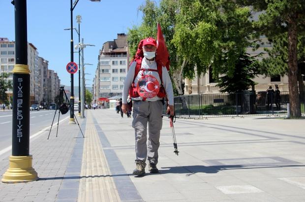 69 yaşında, 'Milli Mücadele' anısına kilometrelerce yürüyor Osman Kemal Ağaoğlu Milli Mücadele'nin 100. yılı nedeniyle başlattığı proje kapsamında Sivas'tan Erzurum'a yürüyecek