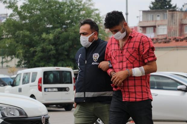 Kumarhaneyi basıp paraya el koyan polisin elini ısırdı Adana'da polis ekipleri kumar oynanan iş yerine baskın düzenledi: 4 gözaltı