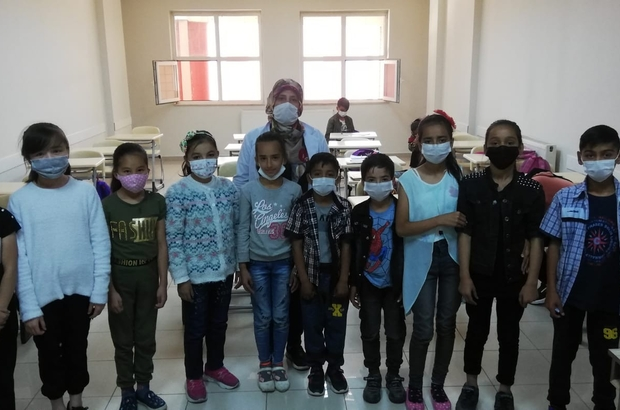 Afgan çocuklara Türkçe eğitimi