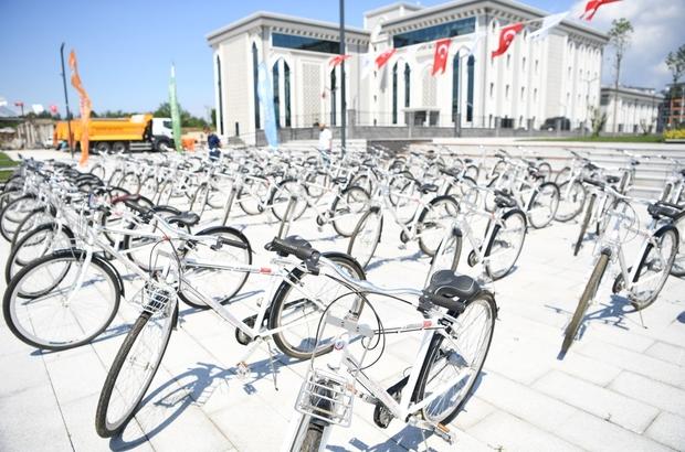 Başkan Kocaman'dan okul birincisi öğrenciye bisiklet