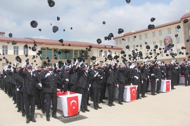 Adana'da 413 polis adayı mezun oldu Adana Kemal Serhadlı Polis Meslek Yüksekokulunda mezuniyet töreni düzenlendi