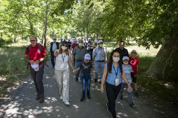 Özel gereksinimli çocuklar, babalarıyla doğa yürüyüşüne katıldı