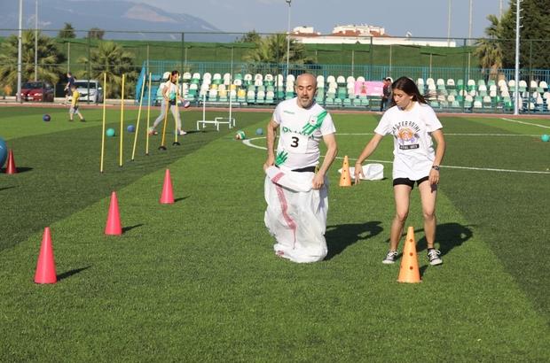 Gaziemir'de babalarla çocukları yarıştı