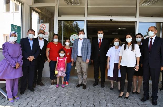 Vali Tavlı' dan sağlık çalışanlarına moral ziyareti Muğla Valisi Orhan Tavlı, Köyceğiz, Ortaca, Dalaman ve Fethiye Devlet Hastanelerinde görev yapan sağlık çalışanlarına moral ziyaretinde bulundu.