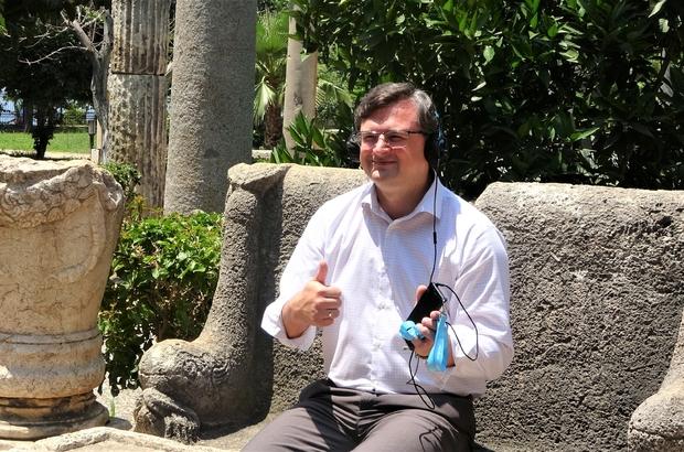 """Ukrayna Dışişleri Bakanı Kuleba: """"Tüm Ukraynalı turistleri Antalya'ya gelmeye davet ediyorum"""" """"Ne kadar çok Ukraynalı turist aşı olursa, ne kadar çok giriş kuralları kısıtlanmazsa o kadar çok Ukraynalı turist buraya gelecek"""" """"Yazın sonuna kadar Ukraynalı turist sayısında sadece yukarı giden bir dinamiğe şahitlik edeceğiz"""" """"Antalya'da en fazla turistin Ukrayna'dan olduğunu öğrendim"""""""