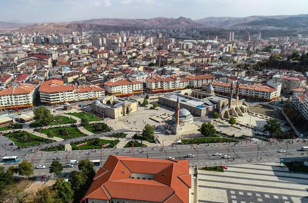 Sivas'ta tiyatro seyircisi 31 bin kişiye yaklaştı 2019-2020 sezonuna ilişkin tiyatro istatistikleri açıklandı.  TÜİK'ten  derlenen bilgilere göre Sivas'ta oynanan 17 eseri 30 bin 868 kişi izledi.