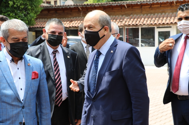 """KKTC Cumhurbaşkanı Tatar: """"Türkiye ile bağımızın koparılmasına asla müsaade etmeyiz"""" """"Rauf Denktaş zamanından beri yürütülen görüşmeler göstermiştir ki Rumların Kıbrıs'ta Türklerle eşitlik temelinde bir ortaklık yapma niyetleri yok. Benim siyasetim Türkiye Cumhuriyeti'nin tamamının desteğini almış şekilde. Kıbrıs'ta iki ayrı egemen bağımsız devletin yan yana iş birliği ile bir anlaşması olabileceği görülmüştür"""" """"İnanıyorum ki pandemiden sonra büyük yükselişe geçeceğiz. Artık bu bölgenin cazibesi, özellikleri dünyada aranacak düzeyde"""" """"Akıncı'nın yandaşları bana 'Tatar, Ankara'nın papağanıdır' gibi ithamlarda bulunuyor. Asla bu böyle değildir"""""""