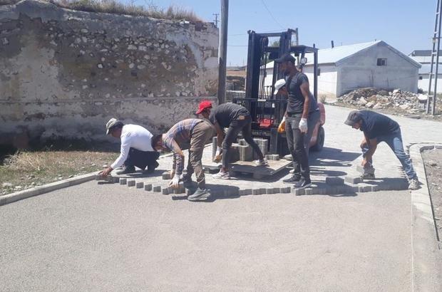 Horasan'da mahallelere kilitli taş çalışması