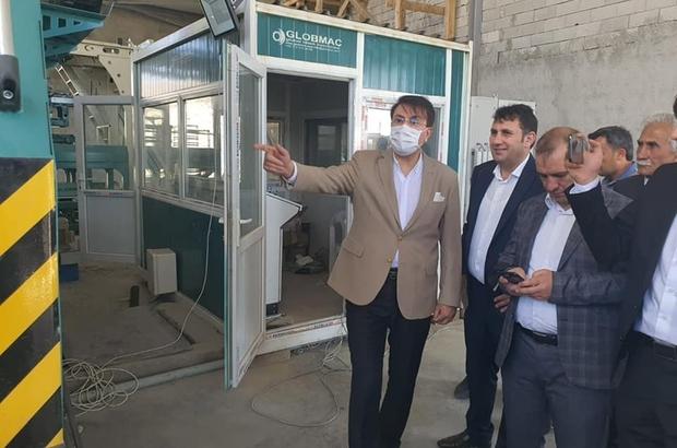 Milletvekili Aydemir'den Çat çıkarması Çat Belediye Başkanı Melik Yaşar'a konuk olan Aydemir, ilçede çeşitli temaslarda da bulundu