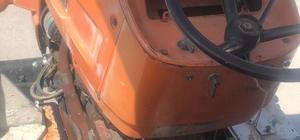 Uyuşturucuları traktörün gösterge paneline saklamışlar