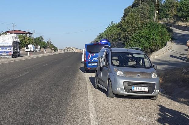 Hafif ticari araç ile kamyonet çarpıştı: 3 yaralı