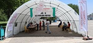 Gaziantep'te günlük 35 bin kişi aşılanıyor Gaziantep'te aşılama hız kesmeden devam ediyor Aşı noktaları sayesinde aşılanma süreci hızlandı Vatandaşlar da, sağlıkçılar da aşı çalışmalarından memnun
