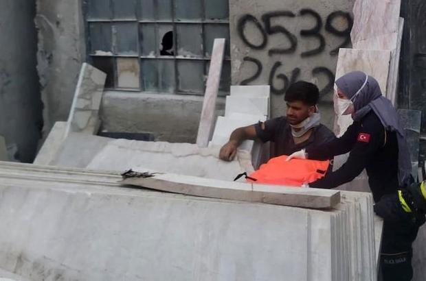 Mermer blokların altında sıkışan işçiyi itfaiye kurtardı Yüzlerce kiloluk mermer blokların altında kalarak yaralandı
