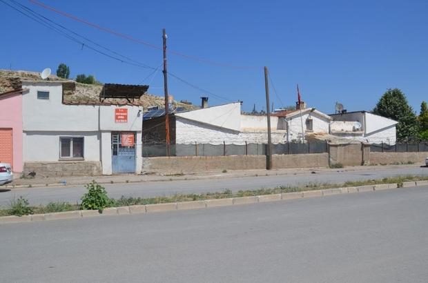 60 Yıllık cezaevinin kapısına kilit vuruldu Sivas'ın Şarkışla ilçesinde bulunan kapalı ceza evi kapatılırken mahkûm ve tutuklular Sivas Kapalı Cezaevine gönderildi
