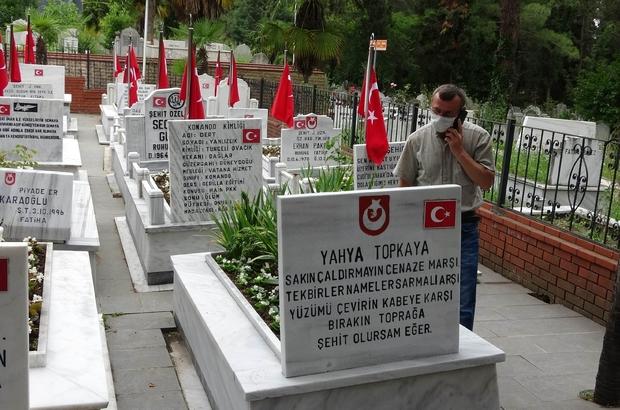 Samsun'da hırsız şehitlikteki bayrağı çaldı