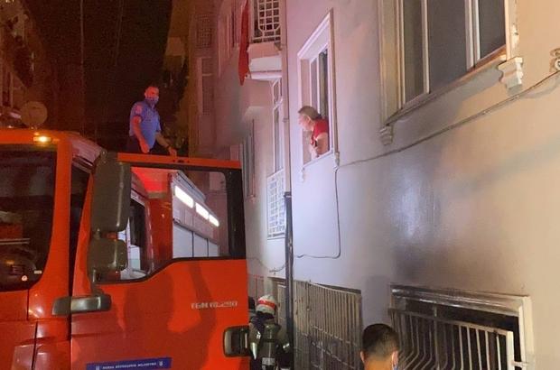 Bursa'da 6 katlı apartmanda çıkan yangında 3 kişi dumandan etkilendi Korkutan yangında mahalleli sokağa döküldü